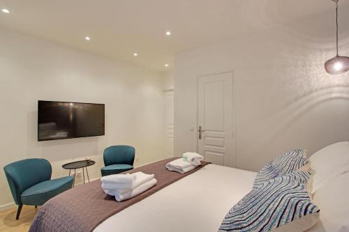 A room at Pick a Flat - Champs Elysees / Percier Apartment