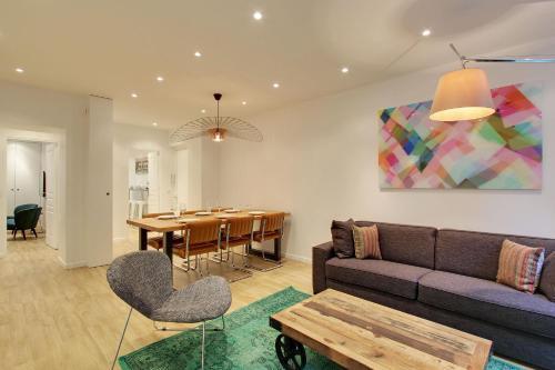 A seating area at Pick a Flat - Champs Elysees / Percier Apartment