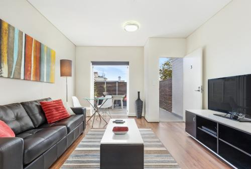 A seating area at Glebe Self-Contained Modern One-Bedroom Apartment (6 COW)