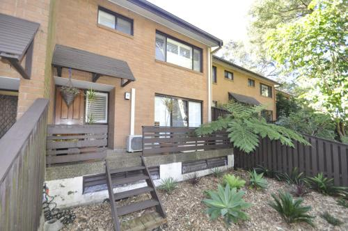 North Ryde Self-Contained Modern Three-Bedroom Apartment (2FONT)