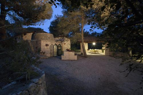 Trullo in the Wood