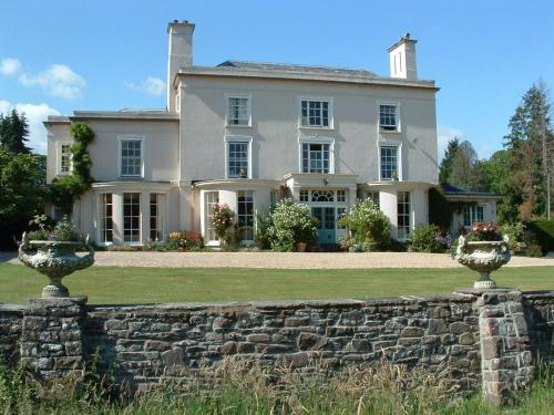 Glangrwyney Court Country House