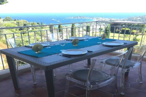A balcony or terrace at Panoramic Sea View Apartment
