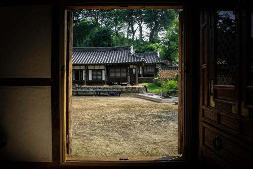 Yongwook Lee's Traditional House