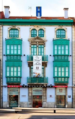 The facade or entrance of Hotel Palacio Valdés