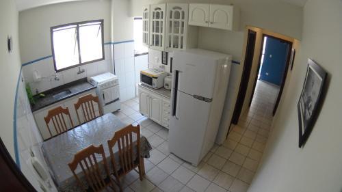 A kitchen or kitchenette at Charme Apartamento Praia Grande
