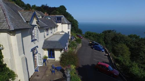 Lynton Cottage B&B & Sea View Apartments