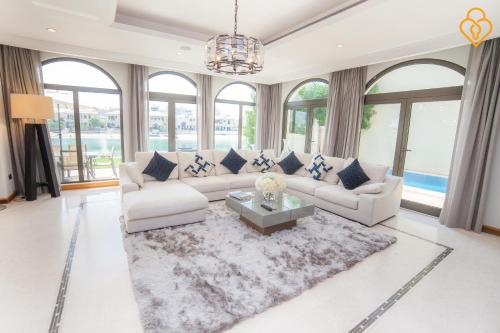 Keys Please Holiday Homes - Villa with Private Beach on Frond C - Palm Jumeirah Island