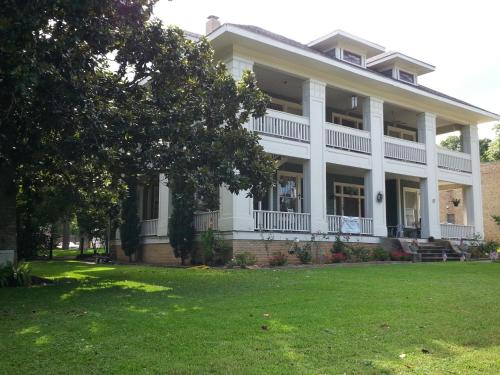 Historic Holle House
