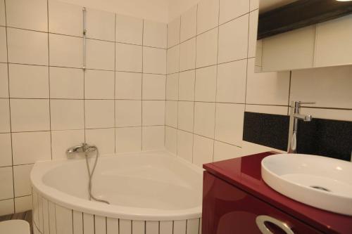 A bathroom at Appartement La Poulotte