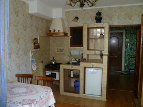 Кухня или мини-кухня в Andromeda