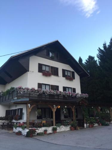 Guest House Kmečki Hram pozimi