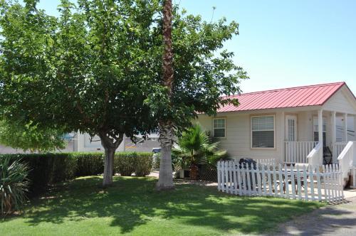 Las Vegas Camping Resort Cabin 1