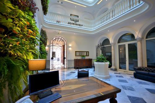 The lobby or reception area at El Armador Casa Palacio
