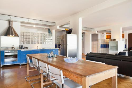 The lounge or bar area at Residentie Continental