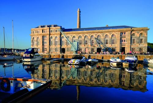 Luxury Royal William Yard Apartment - Mills Bakery