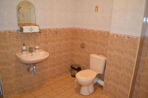 Uma casa de banho em Apartment Secession Style