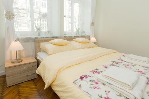 A bed or beds in a room at Apartment Grabowskiego