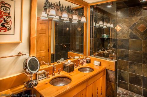 Luxury 2 Bedroom Condo with Hot Tub