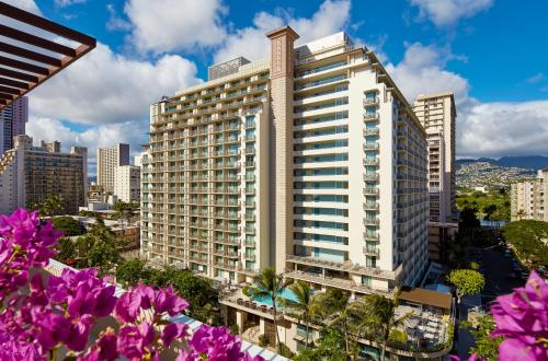 Hilton Garden Inn Waikiki Beach (No Resort Fee & Free Wifi)