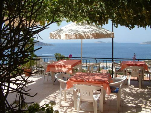 A restaurant or other place to eat at Kalkan Gül Pension