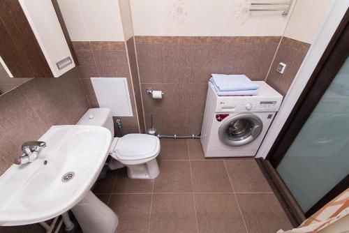"""Ванная комната в """"SelimVseh"""" Apartment at Soyuznaya"""