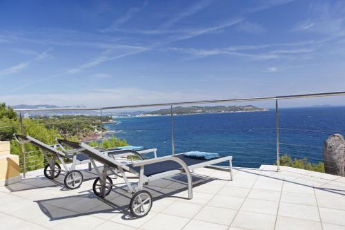 Real Seafront Villa