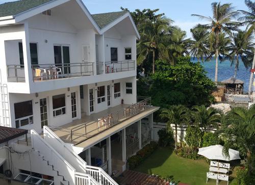 Club Boracay Apartelle