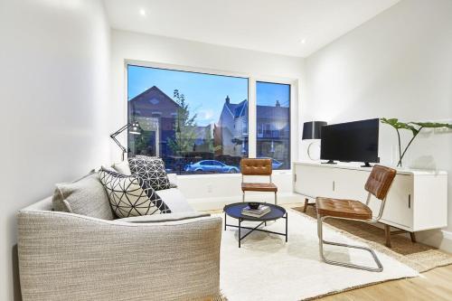 Three-Bedroom on Lippincott Street Apt C