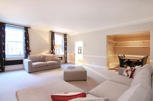 A seating area at London Lifestyle Apartments - Belgravia - Style