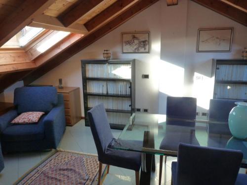 The lounge or bar area at Appartamento Lago Maggiore