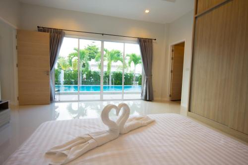 A bed or beds in a room at Luxury House in Hua Hin
