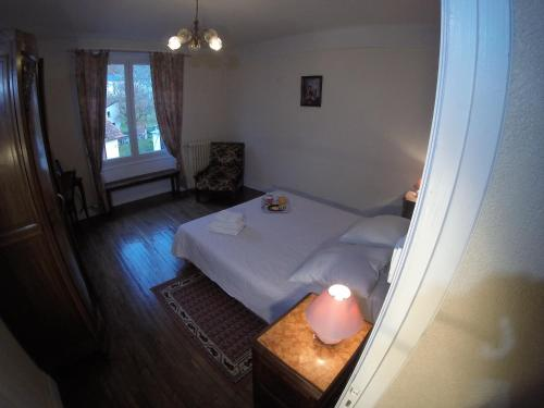 A bed or beds in a room at Les Glycines