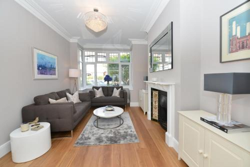 A seating area at Veeve - Fabulous Home in Fulham