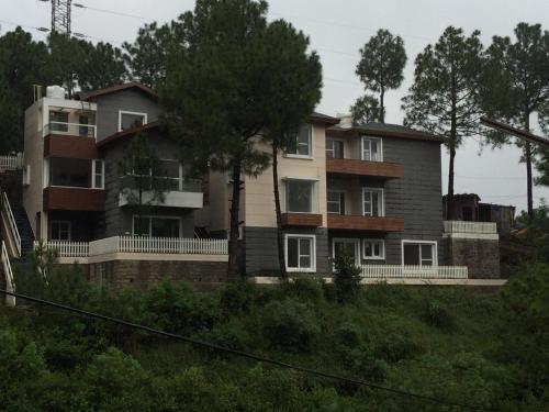 Jungle Lodge Resort