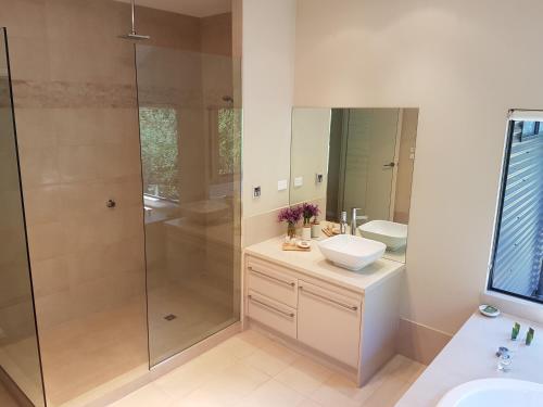 A bathroom at Jarrah Grove Forest Retreat