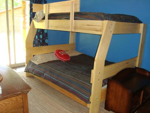 A bunk bed or bunk beds in a room at The Bear Cabin