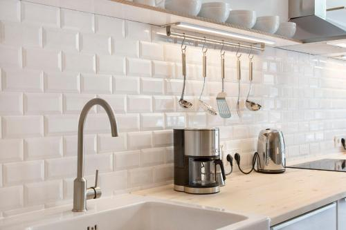 A bathroom at Modern Design Apartment