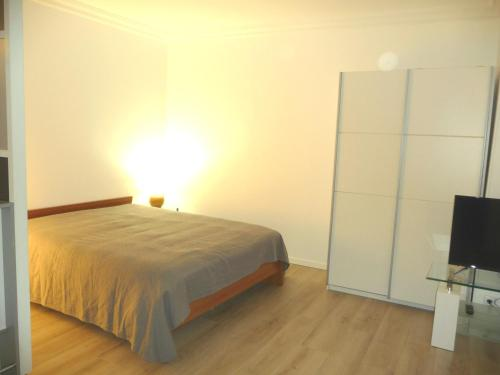 A bed or beds in a room at Tourelle