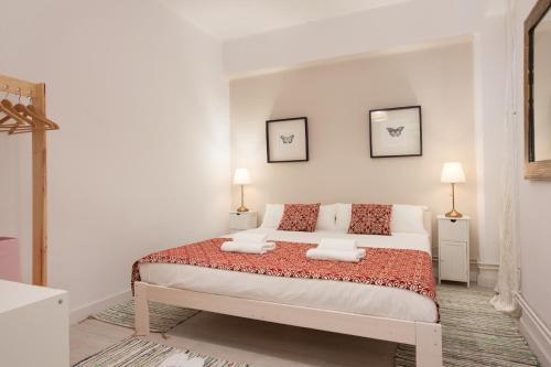 A bed or beds in a room at LetsGo Paseo de Gracia Garden