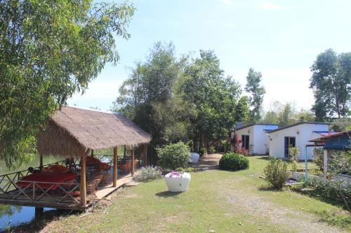 The Riverside Retreat