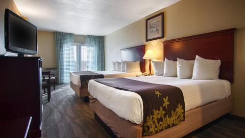 Gold Leaf Hotel of Dewey