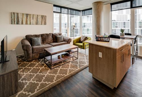 Northwest Overton Street Apartment by Stay Alfred