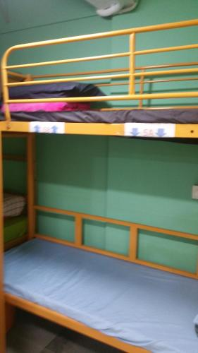 A bunk bed or bunk beds in a room at Apple Inn Tsim Sha Tsui