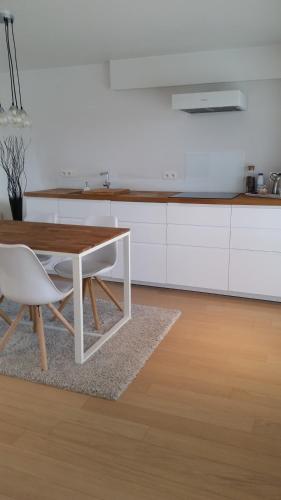 A kitchen or kitchenette at l'Intervalle