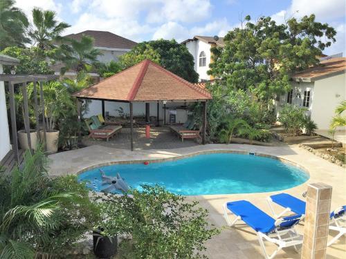 Parrot Villa