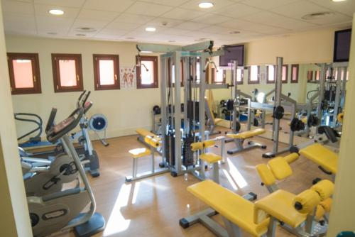 The fitness center and/or fitness facilities at Mar Azul ApartHotel