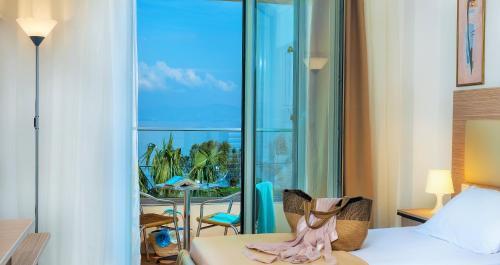 Niriides Beach Hotel & Suites