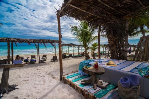 Aura Beach