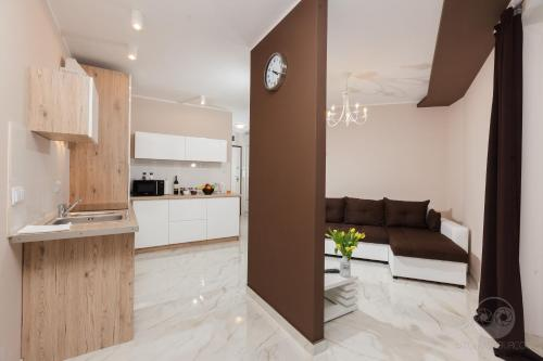 A kitchen or kitchenette at Apartment Royal II